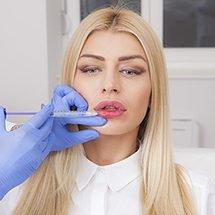 popunjavanje usana hijaluronom